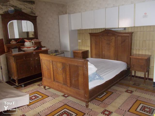 vendre chambre coucher ancienne en ch ne sculpt. Black Bedroom Furniture Sets. Home Design Ideas