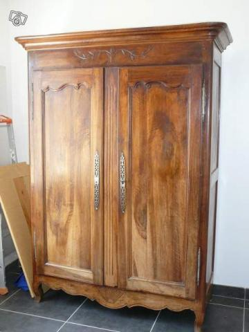belle armoire ancienne en noyer montpellier 34000. Black Bedroom Furniture Sets. Home Design Ideas