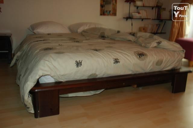 lit en weng 3 suisses matelas paris 04 h tel de ville 75004. Black Bedroom Furniture Sets. Home Design Ideas