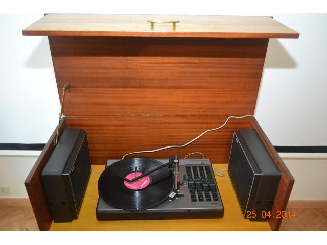 magnifique platine vinyle td philips 292 st r o vintage avec meuble chaville 92370. Black Bedroom Furniture Sets. Home Design Ideas