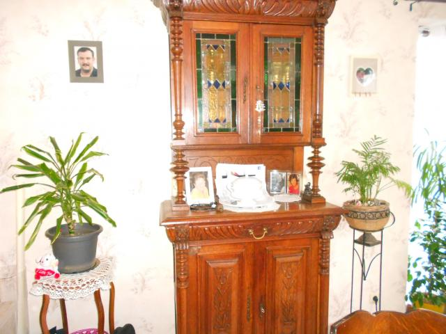 meuble tete de lion a vendre province de luxembourg. Black Bedroom Furniture Sets. Home Design Ideas