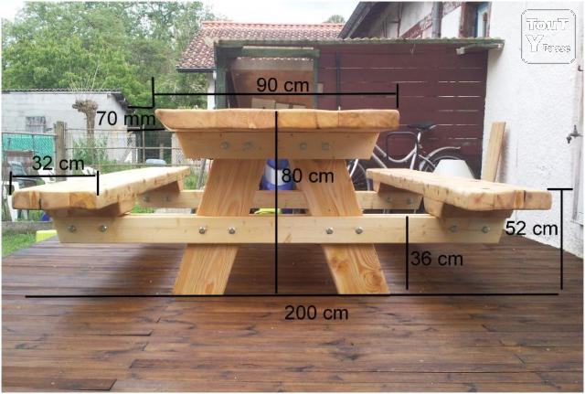 Table avec banc en bois massif labouheyre 40210 for Banc de table en bois