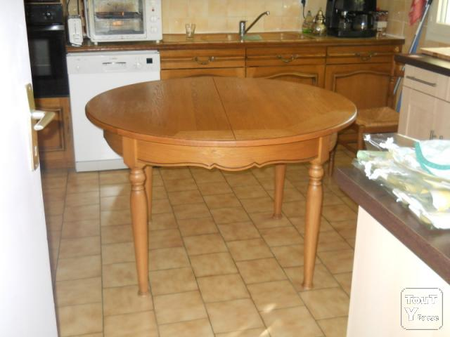 Grande table de cuisine ronde - Table ronde de cuisine ...