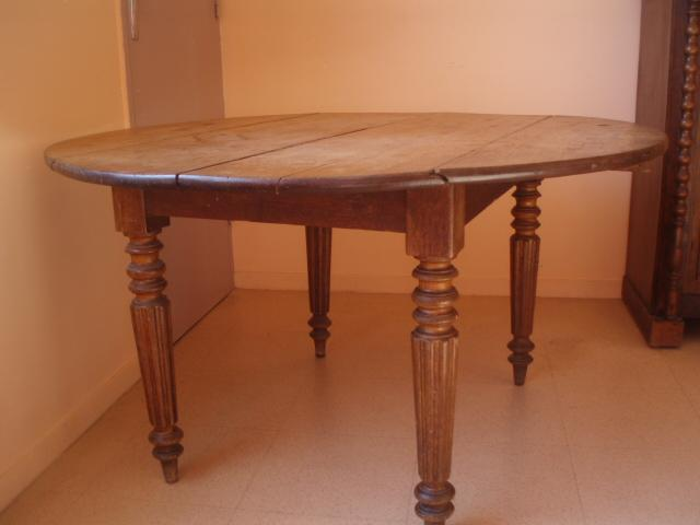 Table ronde a rabats ancienne paris 19 buttes chaumont 75019 for Table de salon ancienne