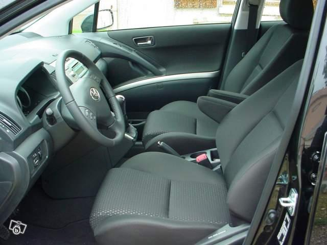 toyota corolla verso 136cv d4d 7 places saintes 17100. Black Bedroom Furniture Sets. Home Design Ideas