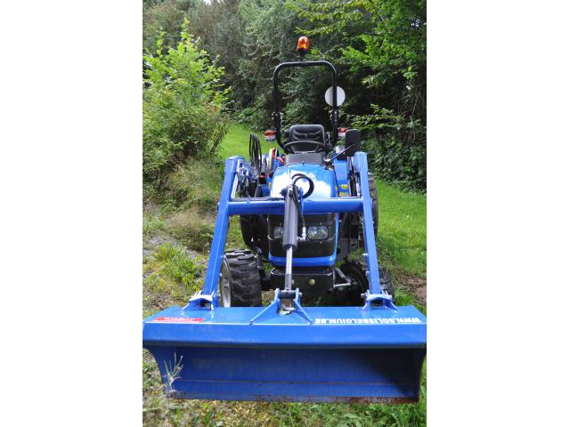Photo Tracteur compact inlcus chargeur frontal image 2/6