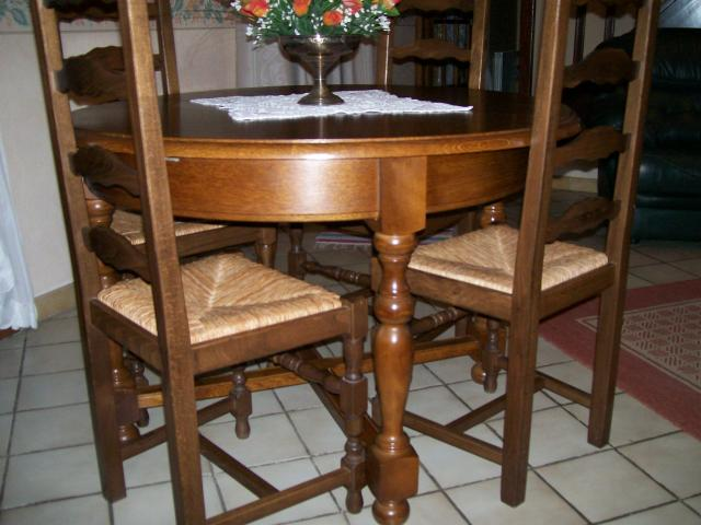 Vend table ronde avec rallonge avec 4 chaises 8 10 for Diametre table ronde 4 personnes