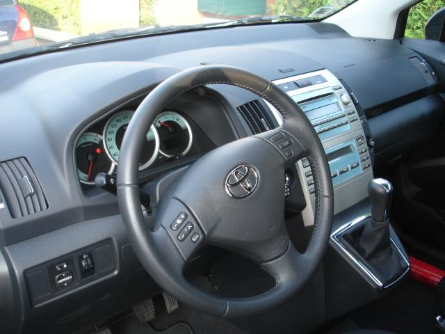 vends toyota corolla verso diesel 136cv 7 places tonnoy 54210. Black Bedroom Furniture Sets. Home Design Ideas