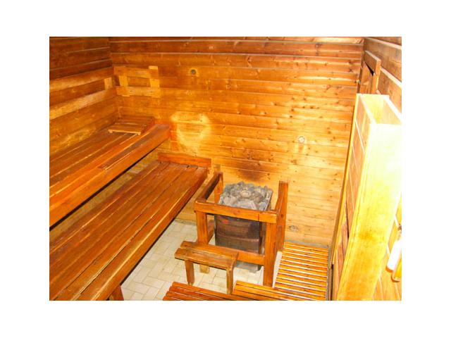 cabine de sauna finlandais en bois occasion 10 12 places. Black Bedroom Furniture Sets. Home Design Ideas