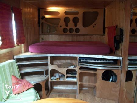 sprinter vous am nag un camion en camping car pictures to pin on pinterest. Black Bedroom Furniture Sets. Home Design Ideas