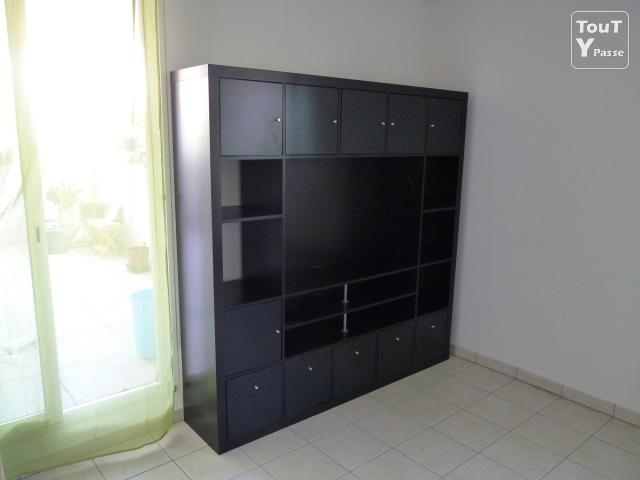 meuble tv ferme avec portes encastrables valdiz. Black Bedroom Furniture Sets. Home Design Ideas