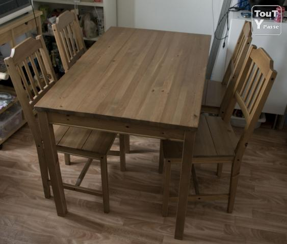 Table et 4 chaises en bois ikea brunoy 91800 for Ikea table bois