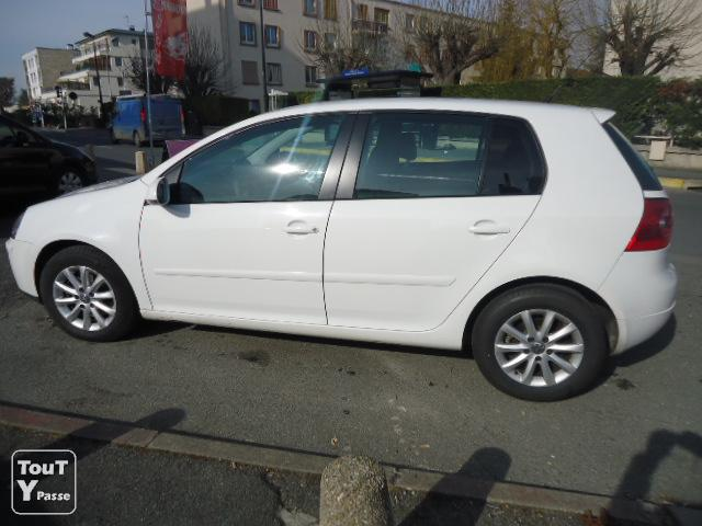 volkswagen golf v 1 9 tdi 105 confortline 5p 2006 blanc verni val de marne. Black Bedroom Furniture Sets. Home Design Ideas