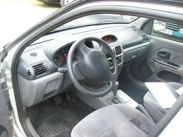 clio rxt essence boite automatique 77000kms loches 37600. Black Bedroom Furniture Sets. Home Design Ideas