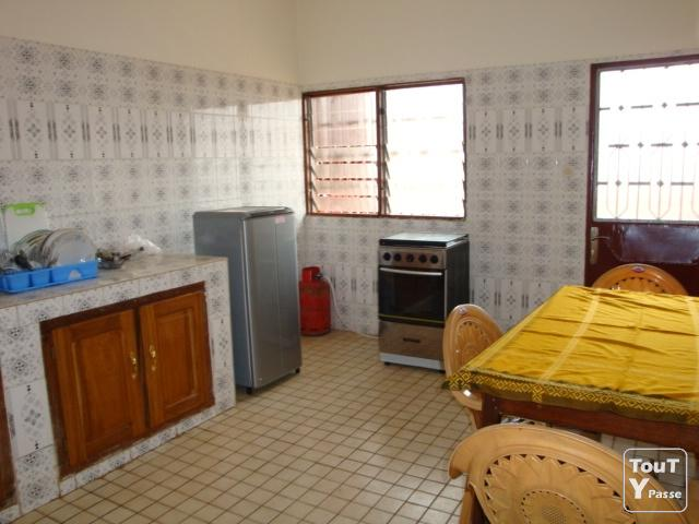 Location bel appartement meubl yaound cameroun for Appartement meuble a yaounde