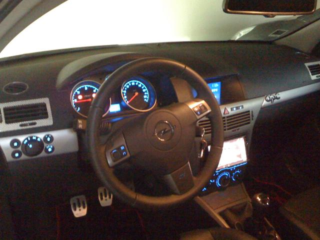 Opel astra gtc opc apt 84400 for Interieur astra h opc