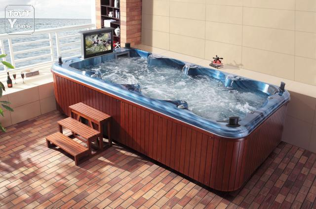 Spa relax tv jacuzzi 8 places tv 32 ollioules 83190 for Pileta jacuzzi exterior