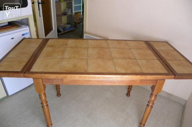 Table de cuisine carrel e et chaises saint cyprien 66750 for Table de cuisine ancienne
