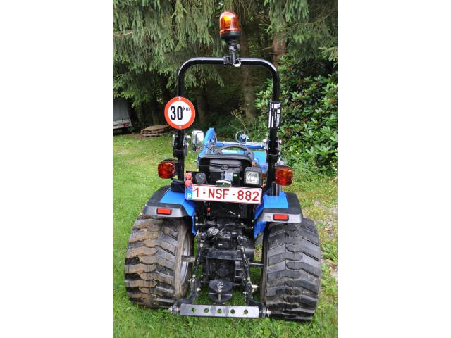Photo Tracteur compact inlcus chargeur frontal image 4/6