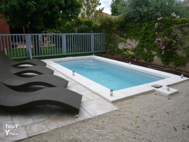 une piscine coque pour cet t haute garonne. Black Bedroom Furniture Sets. Home Design Ideas