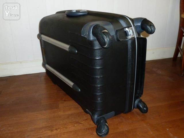 valise rigide samsonite 4 roues rennes 35000. Black Bedroom Furniture Sets. Home Design Ideas