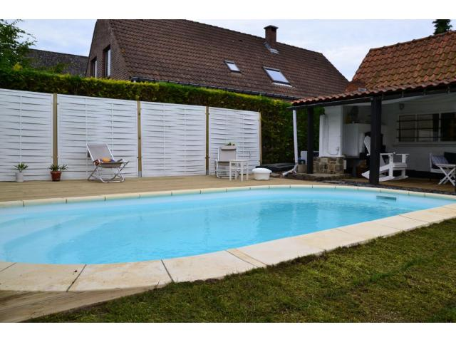 Piscine enterr e en coque polyester hainaut for Construction piscine hainaut