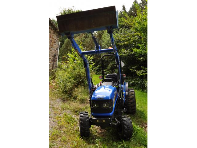 Photo Tracteur compact inlcus chargeur frontal image 5/6